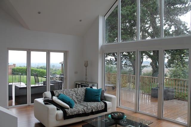 extension-conversion-minimalist-interior
